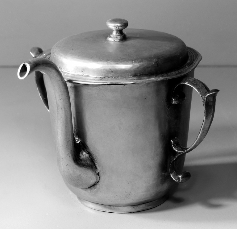 Silver posset pot, by Andrews, 1698. Credit: Wellcome Library, London.