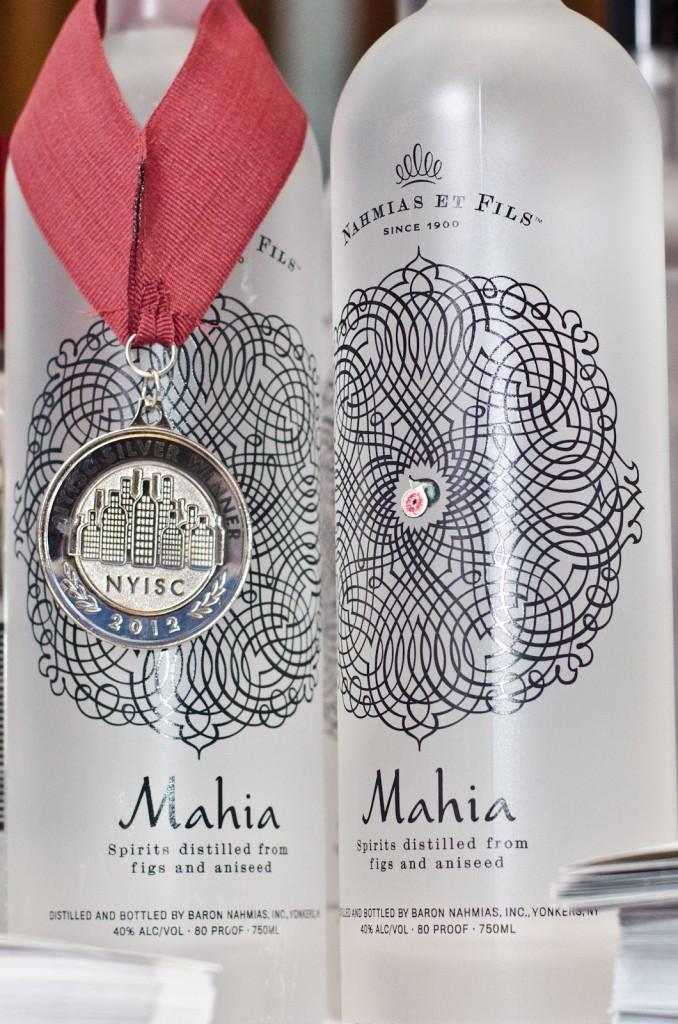 Nahmias et Fils Mahia displaying their NYISC medal, photo by Marnie Ann Joyce