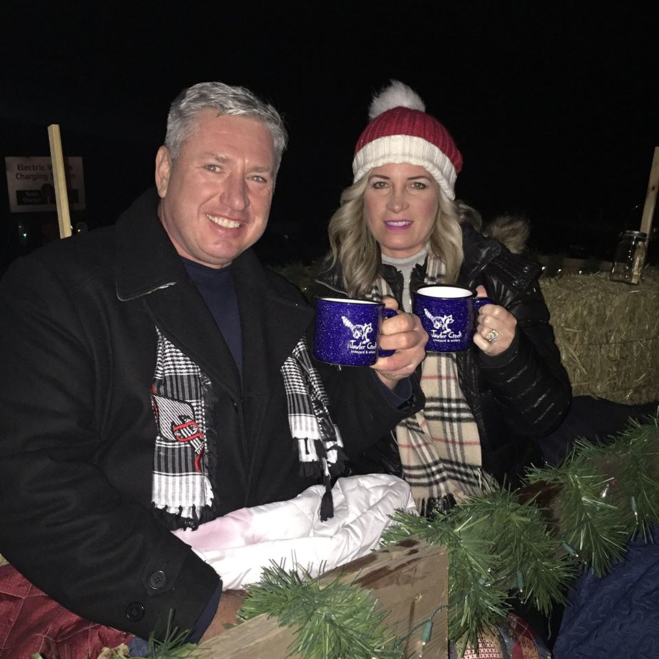 Jowler Creek Winery has lots of fun wine events, winetasting and events in Kansas City and Weston, Mo. Our Holiday Hayrides are one of the best Christmas wine events in Kansas City. Come out to ride a wagon and try wines as you go through our vineyard and look at Christmas lights.