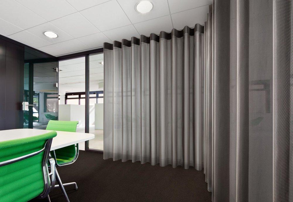 acoustique, rideaux, voilages, bureaux, vescom, espace de travail.jpg