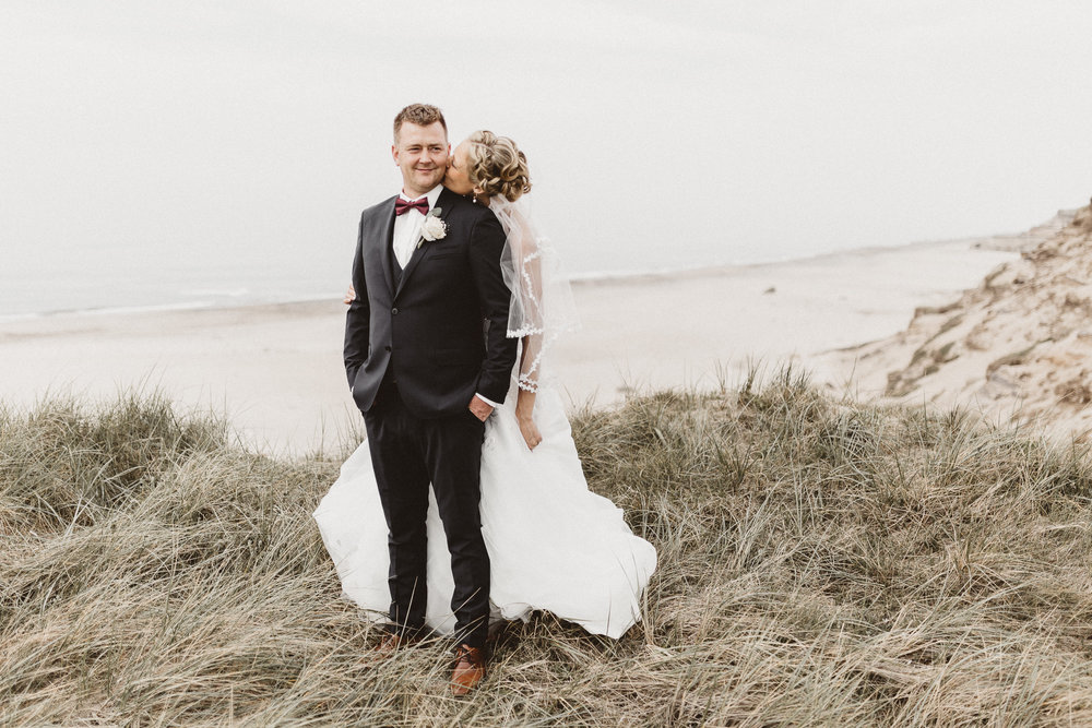 Landsdækkende fotografering - Vi fotograferer bryllupper landet over!Firmaadresse:Anholtsgade 16,ST. th8000, Aarhus CDanmark