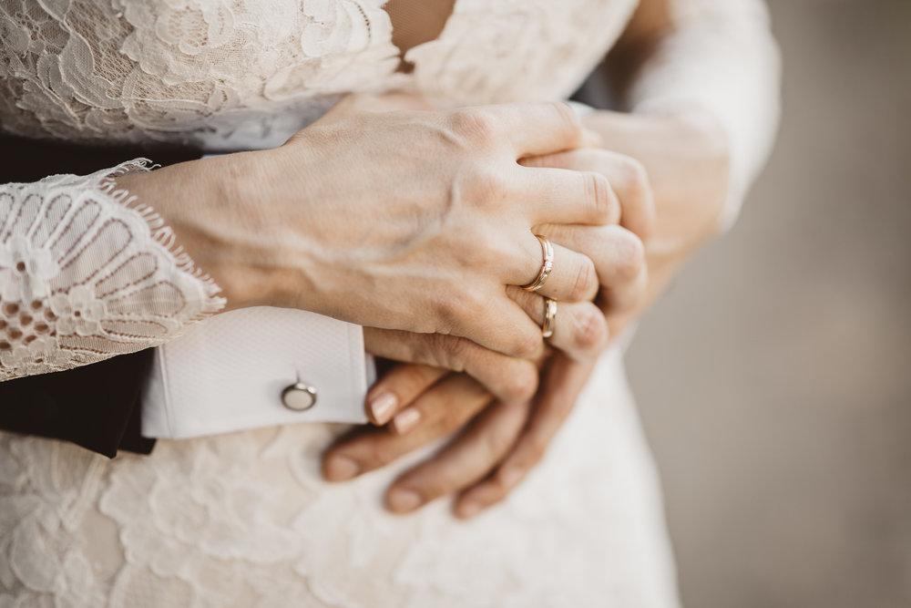 NIKKEL PAKKEN* - Vielse & bryllupsportrætter på locationPRIS: 6.400 DKKIndeholder:- Fotografering inden og under vielsen- Fotografering efter vielsen (lykønskninger,riskast m.m.)- Bryllupsportrætter på location- Minimum 100 digitale billeder leveret på USB-stil