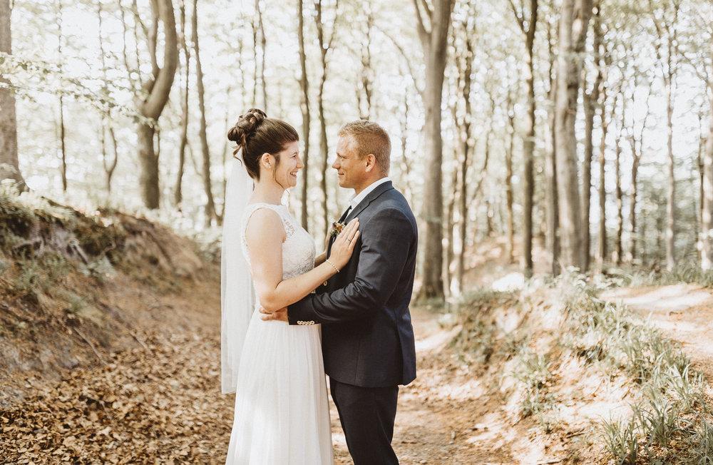 Anne & Christian 2018 - Vi vil sige Adam tak for de flotteste bryllupsbilleder, helt fantastisk smukke og personlige - nøjagtig som vi havde ønsket os, og mere til! Vi satte stor pris på formødet før brylluppet, hvor vi fik snakket om, hvad vi ønskede. Og som værende meget vigtigt for os, så formåede Adam på en utrolig god måde at fange vores energiske to-årige datter på billederne, samt fantastiske stemningsfyldte øjeblikke fra kirken og med vores gæster. Vores familier og gæster havde også en rigtig god oplevelse af Adam, der var diskret og nærværende på samme tid. Alle de største anbefalinger til Adam, han er meget professionel!!Og yderligere var det skønt allerede at modtage alle billederne i fantastisk kvalitet i ugen efter brylluppet.Christian og Anne, samt familie - TAK