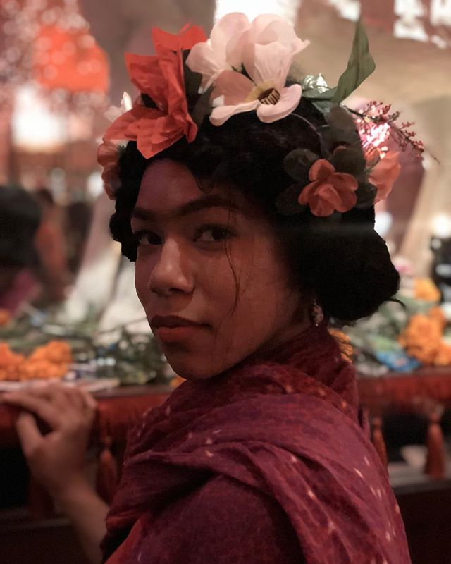 Meet our amazing host Ania 🌺⁣ ⁣ We're looking forward to celebrating #halloween into #dayofthedead 🥀⁣ ⁣ Let's make magic happen tonight 🌜