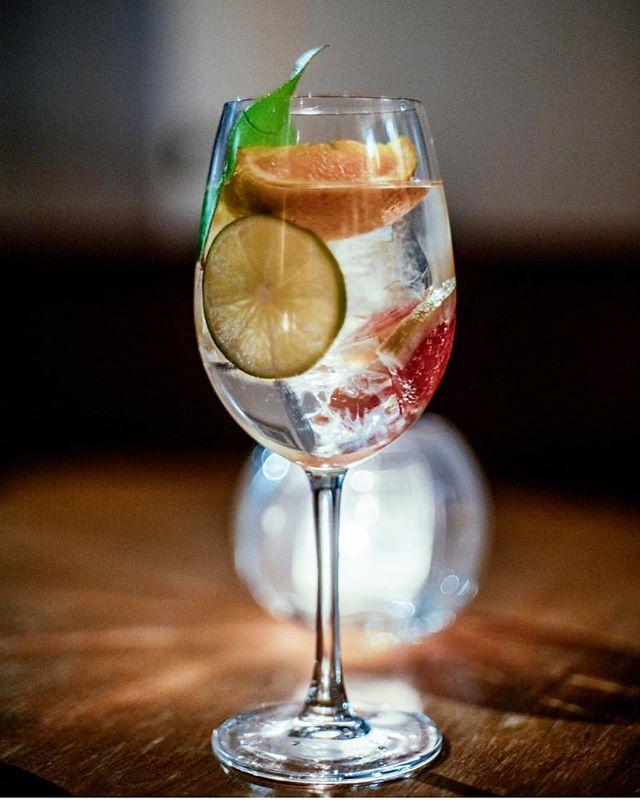 Hendricks Spanish Gin & Tonic 💛🧡💚 . . 📷: @wdwphoto  #dantelovesyou #aperitivohour #aperitivo #nyc #littleitaly #newyork #newyorkcity #draaaaanks #thirsty #cocktails #cocktailbar #foodandwine