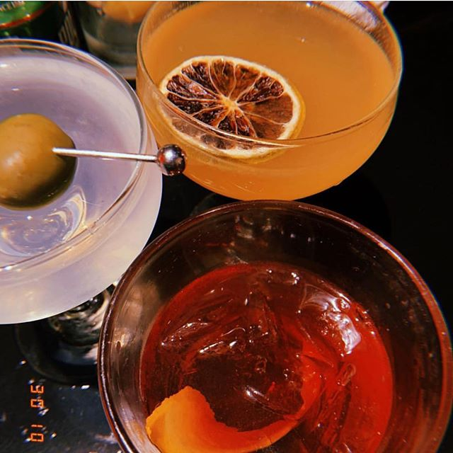 Getting this party started tonight @genuineliquorette ❗️❗️❗️ . . 📷: @theamyem #liquorette #genuineliquorette #cocktails #cocktailbar #bar #nyc #basementbar #thirst #thirsty #drink #drinks #draaaaanks #tuesday #tipsytuesday