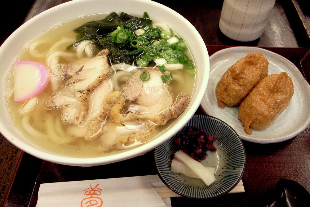 Tori-shio-udon_and_inarizushi_by_yoppy_in_Shibuya,_Tokyo.jpg