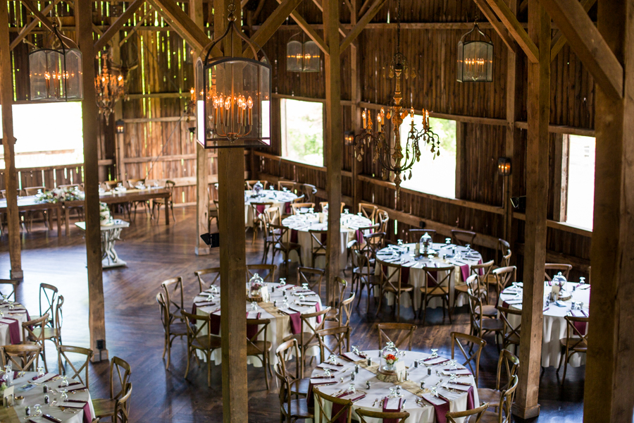 farm-wedding-decor-wisconsin-wedding-coordinator.jpg