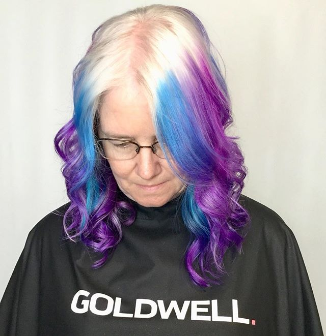 You only get one life, so live boldly. #hairenvy #colormelt #colormebad #liveincolor #hairofinstagram #haircolor #elumen #elumenbygoldwell #goldwell #goldwellapprovedus #behindthechair #instahair #haircolor #haircolour #hairdye #hairenvy #hairmagic#bellabellaexclusivehairsalon #bellabella #bookwithus #hairbrained #mondernsalon #mondernsalonmagazine #btcpics #americansalon