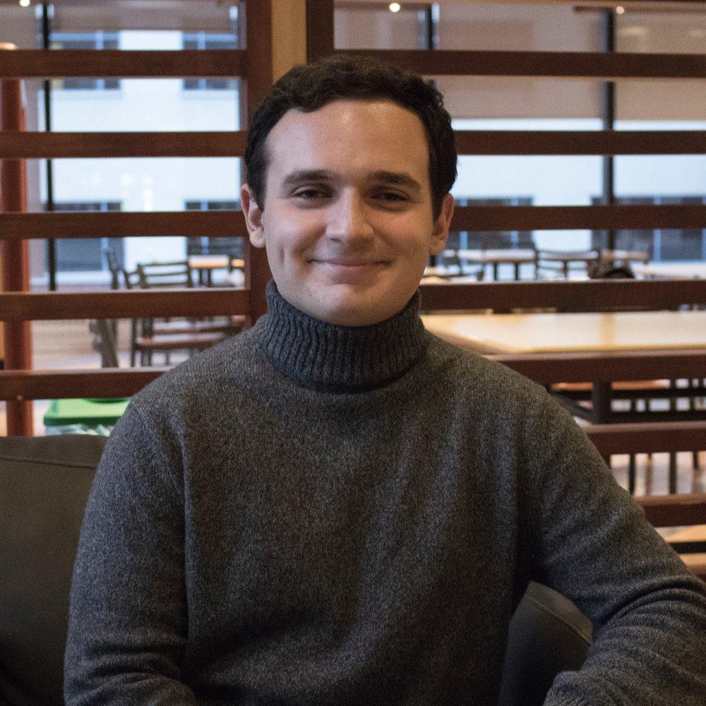 Nom: Denis Qeska  Année et Programme: 2ème année de Biochimie  Fait Amusant: Je joue du piano et du saxophone.  Courriel:  bch@ssa-aes.com