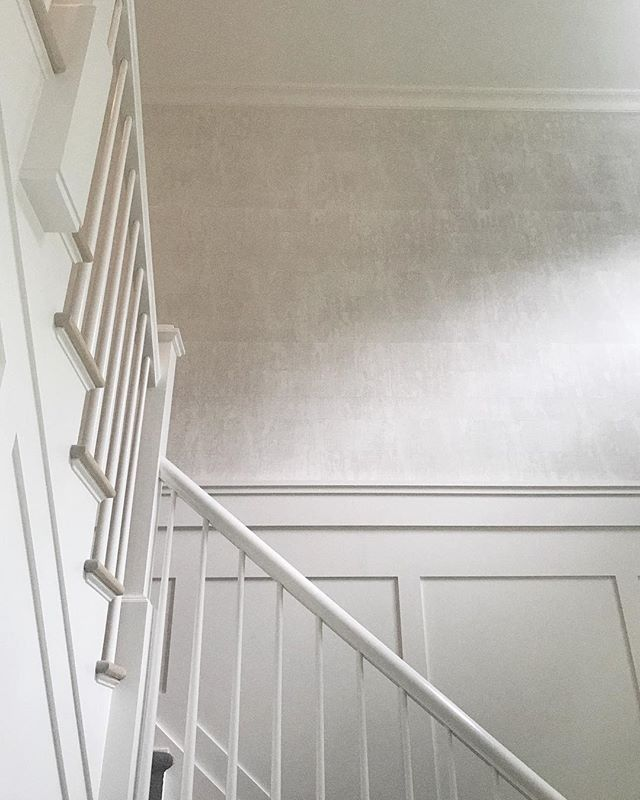 gave this foyer some life with a very subtle but impactful treatment that i want to put on every wall in every room of every house❕ . . . . . . #interiordesign #interiors #foyer #foyerdesign #staircase #wallcovering #elitis #design #designplan #designer #designerlife #modernhome #designcrush #interiorinspo #designinspo #neutral #modern #modernliving #decor #homedecor #architecture #details