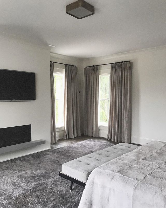 dreamy bedroom for the win. design by @studio.seva . . . . . . . . #interiordesign #interiors #decor #design #homedesign #masterbedroom #bedroomgoals #serene #dreamy #designplan #homedecor #interiorstyling #interiorinspo #modernhome #custom #rabbit #cleandesign #luxe #modernliving #designerlife #nycdesigner #nycdesign #westchesterdesigner #architecture #bedroom #texture