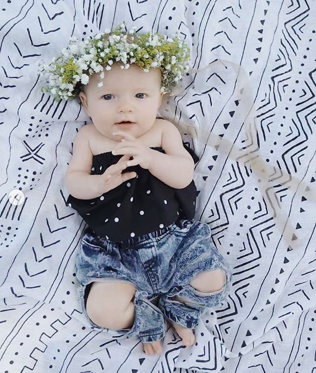 SWOONING! We can't wait to make more flower crowns for Charlie when she gets older (hint hint 😉) | 📸: @haveakidtheysaid