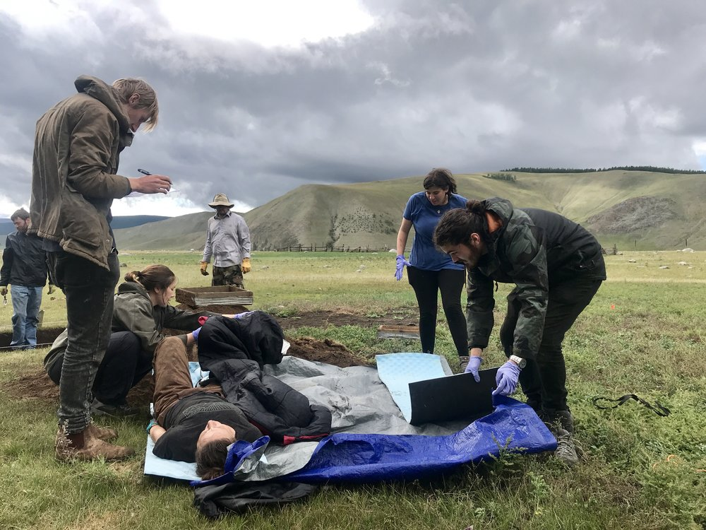 Wilderness First Responder students helping a patient during a simulated emergency scenario. Field scientists working in Mongolia more often than not do so in very remote conditions and NOMAD Science is proud to bring Wilderness First Responder training to the region promoting safer working conditions and emergency preparedness.