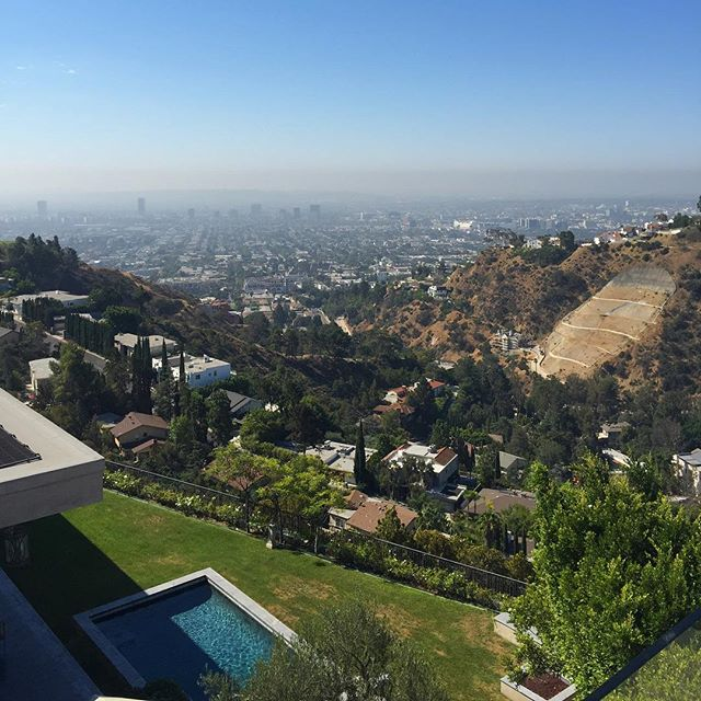 Some of these LA views blow my mind. This was a view from a house we were viewing a few days ago. Breathtaking! - #la #hollywood #hills #views #usa #beautiful #photography #pool #vibes