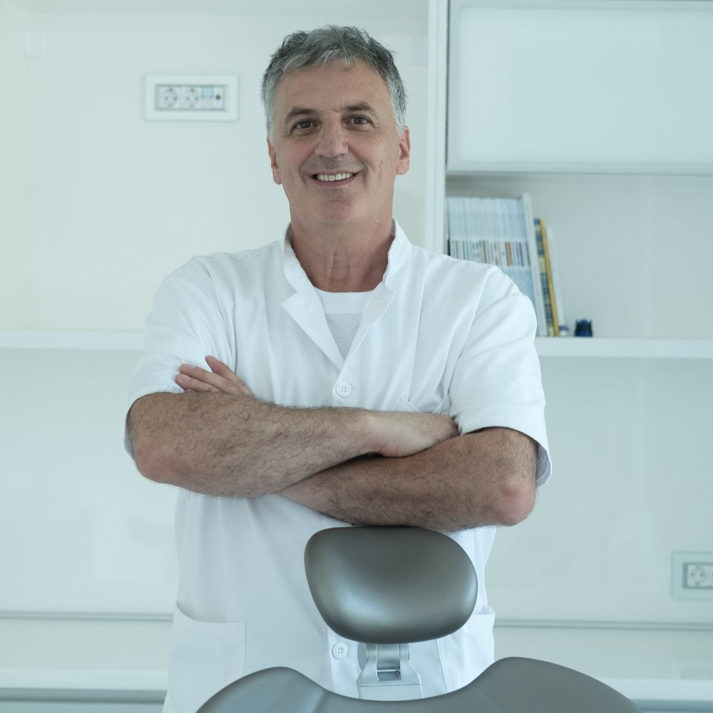 Dukley Dental Clinics managed by Dr. Tihomir Jovic - Specialized in parodontology and oral medicine. He graduated from the Faculty of Dental Medicine in Belgrade and also did his specialization there, mentored by Vojislav Lekovic, associate professor at the UCLA (University of California, Los Angeles).