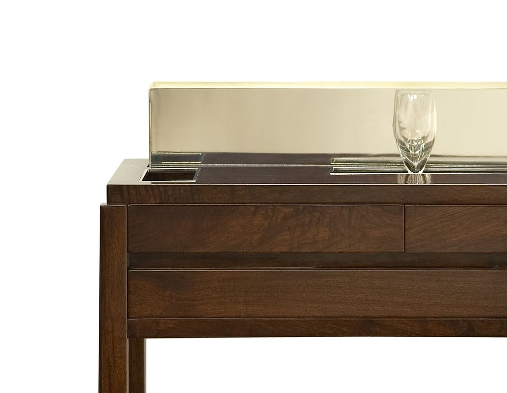 ....Bespoke Modern furniture : Champagne Trolley..特别定制现代家具: 香槟车....