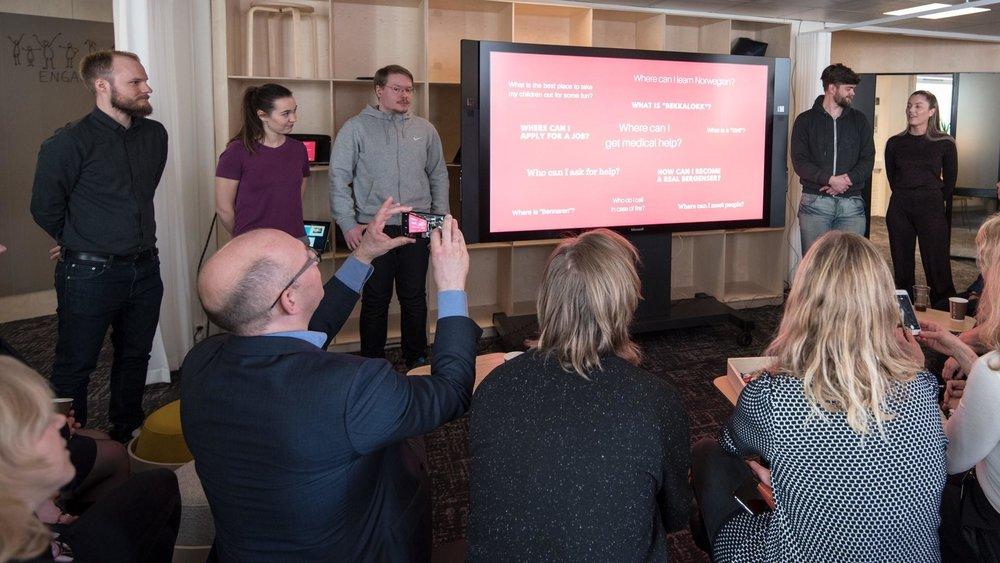 Fra venstre Audun Klyve Gulbrandsen, Malin Fjell Olsen, Rune Eikemo, Petter Eikevoll og Sara Pedersen Stene. Foto: Morten Dahle, NCE Media