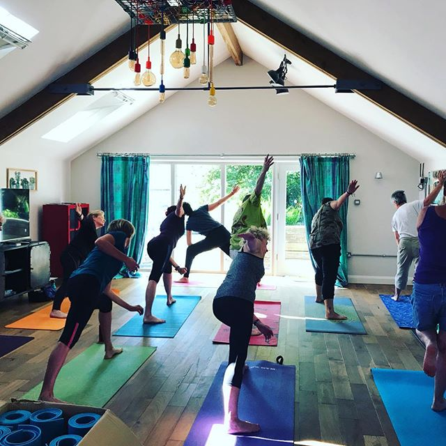 Charlene teaching her awesome vinyasa flow classes at the Camping Out 2018 festival in Devon @balesash • • #yoga #flow #vinyasa #campingout2018 #camping #devon #class #balesash2018 #balesash #lgbt #women #june