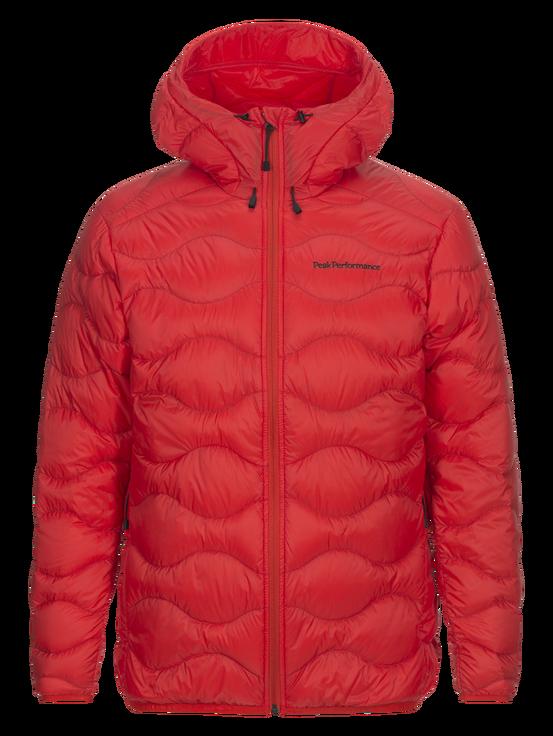 """Ikonická péřová bunda HELIUM - …nechybí žádnou sezónu. Její originální prošívaní rozpoznáte na dálku. """"Heliovka"""", jak ji familiérně nazýváme, je superlehká, snadno sbalitelná a především teplá. Najdete ji každou sezónu v různých barvách a je jen na vás, jestli si vyberete s kapucí či bez. Dámské provedení je lehce vypasované. Můžete ji nosit jako klasickou bundu, nebo i jako zateplovací vrstvu pod Gore-tex bundy.Složení výplně je kachní peří 90/10, síla výplně 700, svrchní materiál 100% Polyamid, PFC-free (bez fluorouhlíku).Cena 7 999 Kč"""