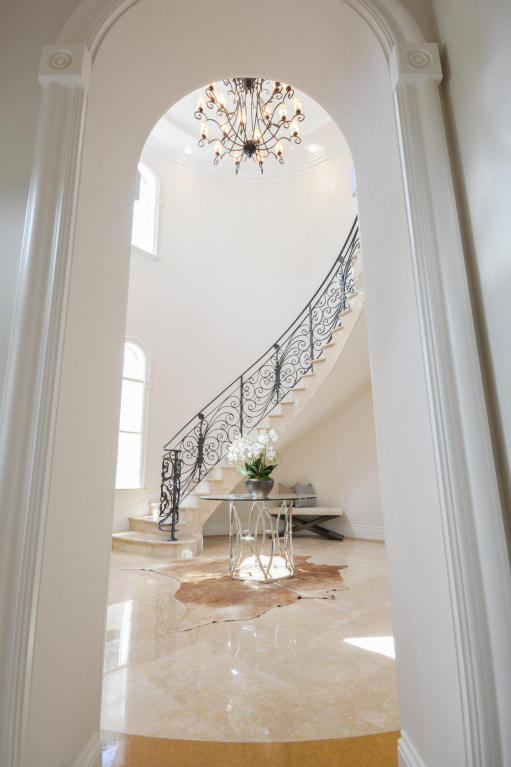 staircase pic 1.jpg