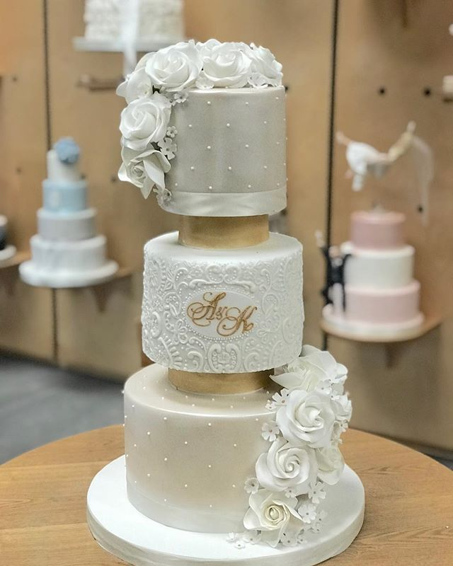 This #weddingcake was delivered to @west_tower. The initials matched perfectly the ones the bride chose on her @elite_invite and the royal iced lace complemented the wedding dress perfectly