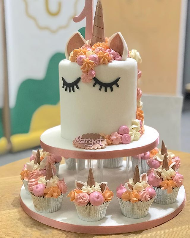 #unicorncake are still so popular, this one made in the ever so popular #rosegold