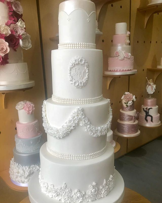 Beautiful white #weddingcake swipe to see the detail