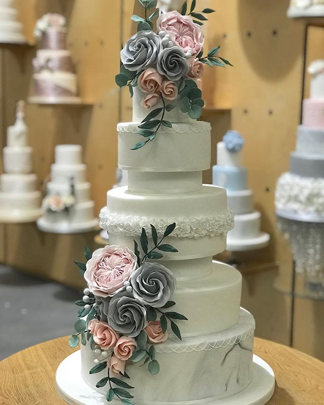 Love this stunning #weddingcake #blush #blushwedding