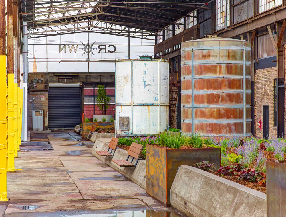 The_Shed_at_Crown_Center_interiorPOVtanks.jpg