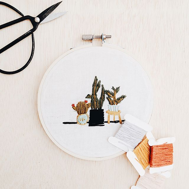 WORKSHOP ANNOUNCEMENT ✨ We're hosting an embroidery workshop by artist @laurynleighe! Join us in creating botanical embroidered hoops for $40! You will learn a variety of embroidery stitches and have 3 patterns to choose from or the opportunity to create your own! All supplies included and no experience needed.