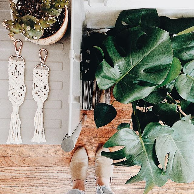 WORKSHOP ANNOUNCEMENT ✨ Join us Saturday, March 31st, from 10am-11am for our $25 Macrame Keychain workshop taught by @chelseavirginia! Learn some sweet Macrame knot techniques and join us for coffee! Tickets available in our bio's link!