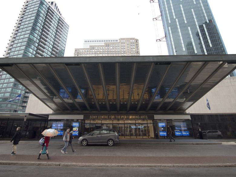 This is the main entrance of Sony Centre for the Performing Arts. It is located on the southeast corner of the intersection of Front Street and Yonge Street. A door attendant will greet you in the main lobby and direct you to the lower lobby. There are 26 steps or 1 elevator down to the lower lobby.