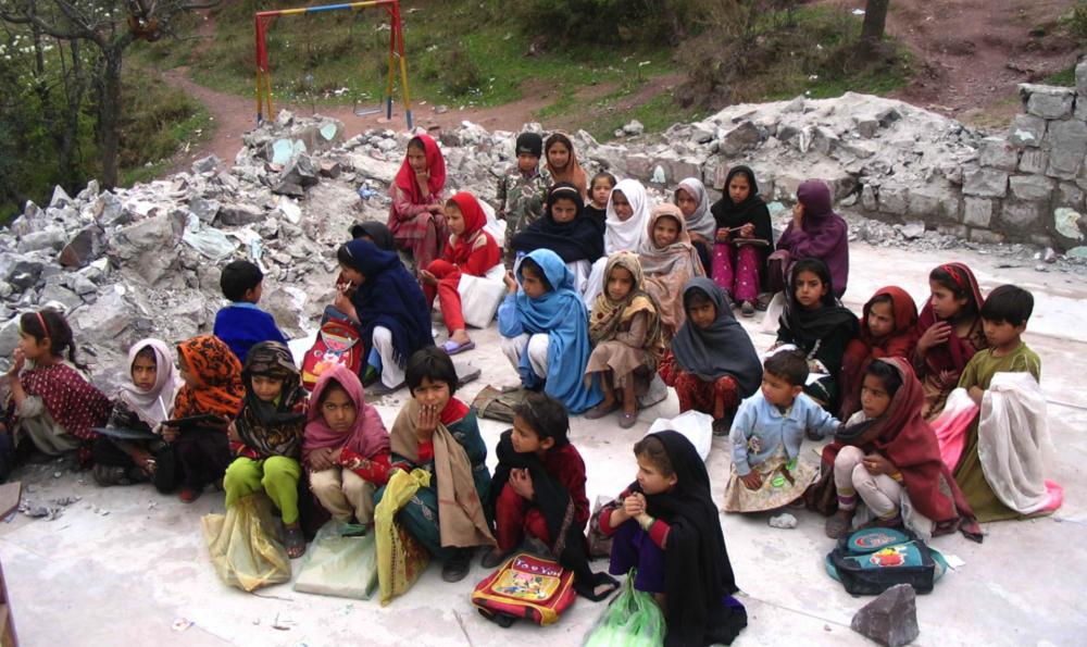 Kashmiri children in a makeshift school