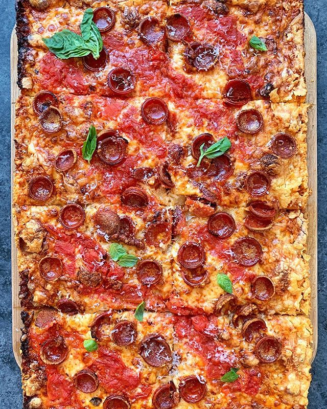 Zig a zig 'za. (#nationalpizzaday requires a little appreciation of this pan pie I made with @mamas_too for @thefeedfeed with @beardfoundation) #pizza #feedfeed #cheese