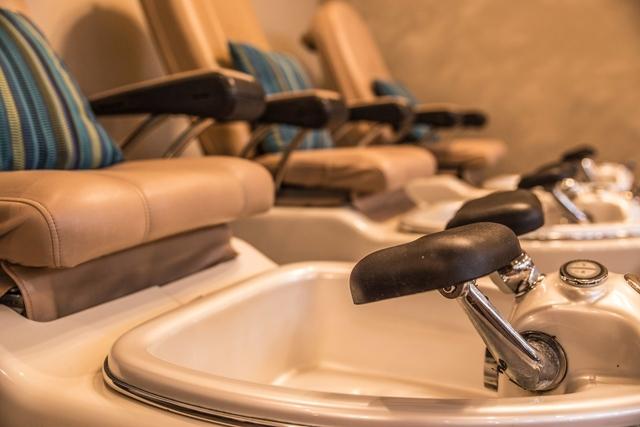 pedicure_chairs.jpg