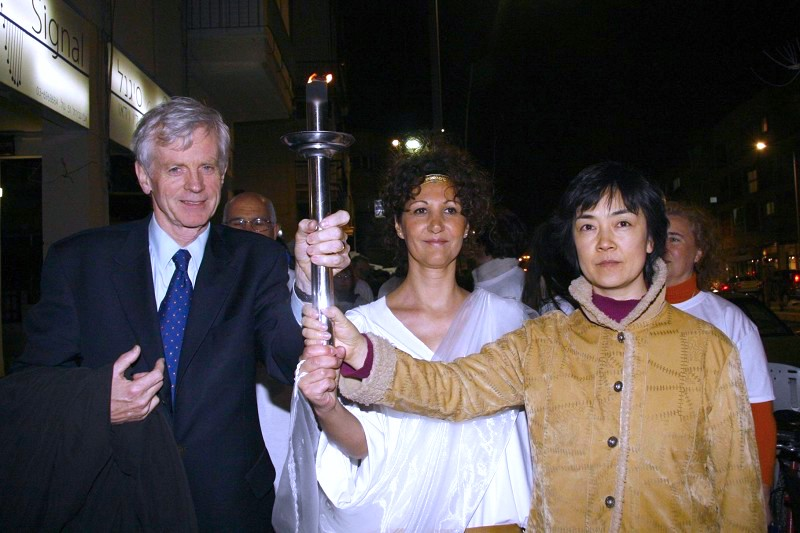 Jennifer Zeng and David Kilgour at the Human Rights Torch Rally on February 18, 2008, in Tel Aviv.(by Tikva Mahabad from the Epoch Times)