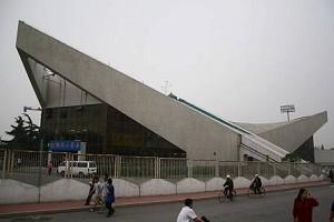 石景山體育館外景。99年7月20日,作者及數千法輪功學員被關押於此處。(網絡圖片)