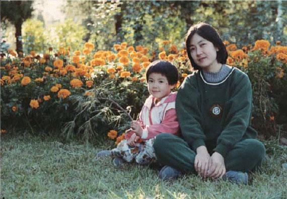 曾錚與女兒攝於北京。