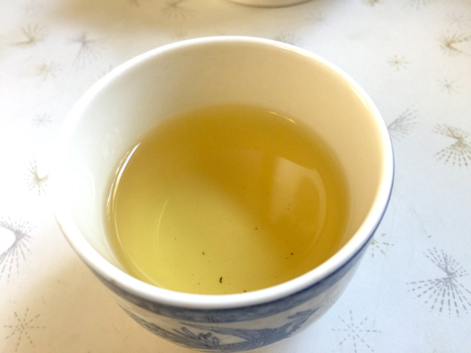 I tasted the tea for the first time this morning. It smells and tastes so good: Sweet, fresh and refreshing. 這茶香甜清新,沁人心脾,聞之醒腦,喝之暖心!