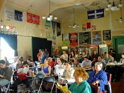 大會第一天「誰的聲音能夠被聽見」 討論在墨爾本古老的貿易大樓酒吧(Trades Hall Bar)中舉行