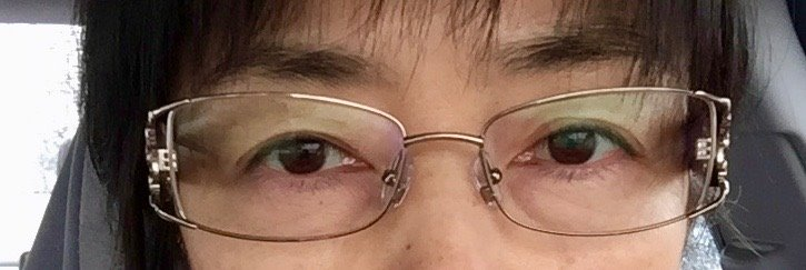 First Time Ever, With Glasses. 生平頭回戴眼鏡。