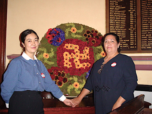 Jennifer Zeng (L) and Myrna Mack in Sydney, 2001. (courtesy of Jennifer Zeng) 曾錚與孟娜(Myrna Mack)2001年在悉尼的合影。