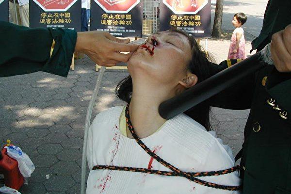 據統計,被摧殘性野蛮灌食致死的法輪功學員佔被迫害致死人數的10%(酷刑演示,明慧網)