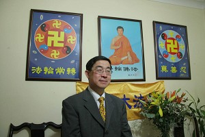 After practicing Falun Gong, Yang Jun''''s health was restored. He lost over 10 kilos, and regained his normal physique. (The Epoch Times)