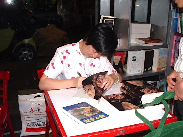 Jennifer signing a book for a reader at one of her book-signing events in Brisbane in May, 2005.