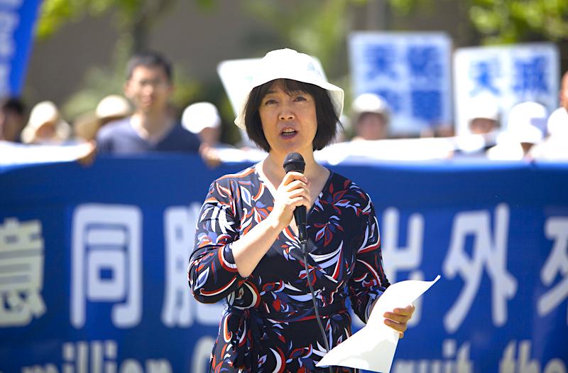 曾錚在2015年4月18日在洛杉磯慶祝兩億人退出中共黨、團、隊組織集會上發言(季媛/大纪元)
