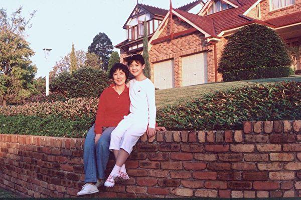 曾錚和女兒2004年攝於悉尼