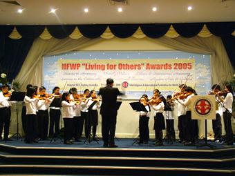 華人學生弦樂團表演節目(大紀元)