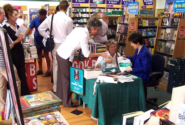 黃金海岸Angus & Robertson書店簽書會(大紀元資料室)